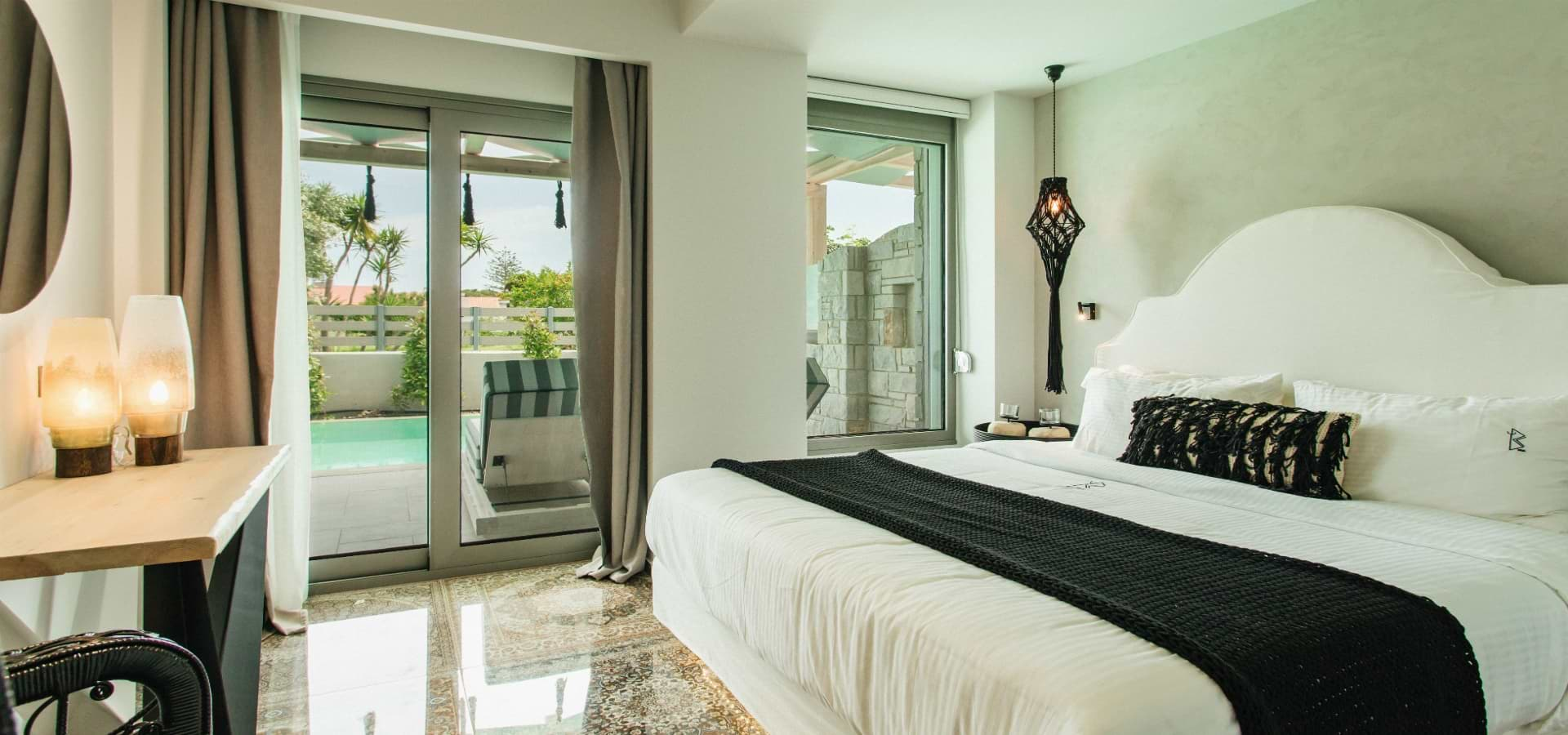 Double suite with private pool / partial sea view